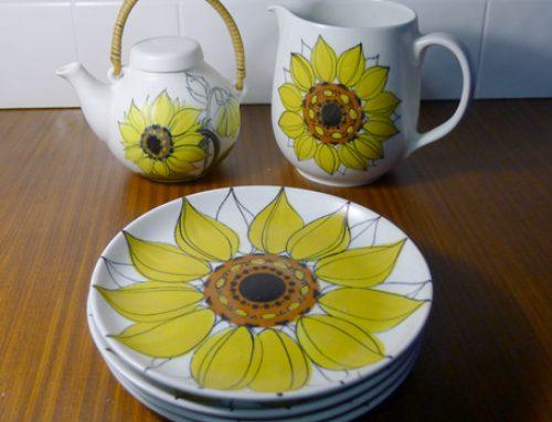 Vintage Teapot, jug & plates