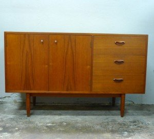 Chiswell Vintage 2 door 3 drawer buffet/sideboard