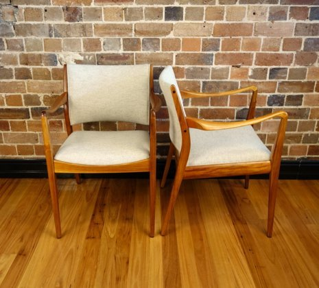 Th Brown Carver Dining Chairs Collectika Vintage And