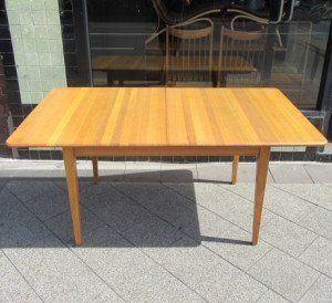 vintage-extendable-dining-table-1